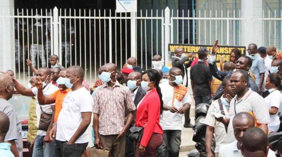 Des mouvements de protestation d'enseignants n'ont pas permis la passation des charges.