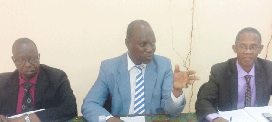 Issouf Doumbouya (au-centre), a expliquu00e9 les principes du Cop u00e0 ses collaborateurs.