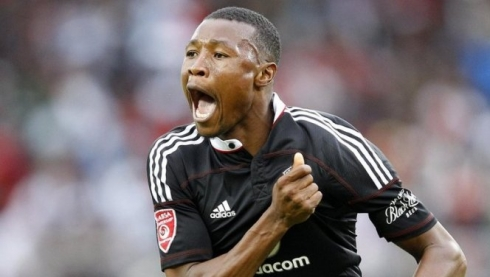 Siyabonga Sangweni,le défenseur central international sud-africain des Orlando Pirates