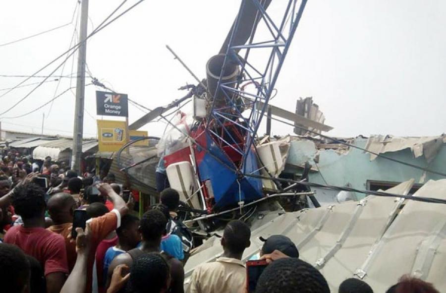 Un hélicoptère s'écrase aux alentours de l'aéroport de Port-Bouët — Crash