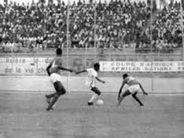 25 décembre 1966: Le cadeau de noël du Stade d'Abidjan à la Côte d'Ivoire |  FratMat
