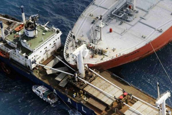 Assinie/Collision entre 2 bateaux: 500 tonnes de produits déversés dans la mer