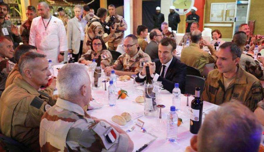 Macron au Niger en soutien aux troupes françaises au Sahel
