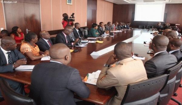 Des experts de la Banque mondiale au cours d'une confu00e9rence u00e0 Abidjan