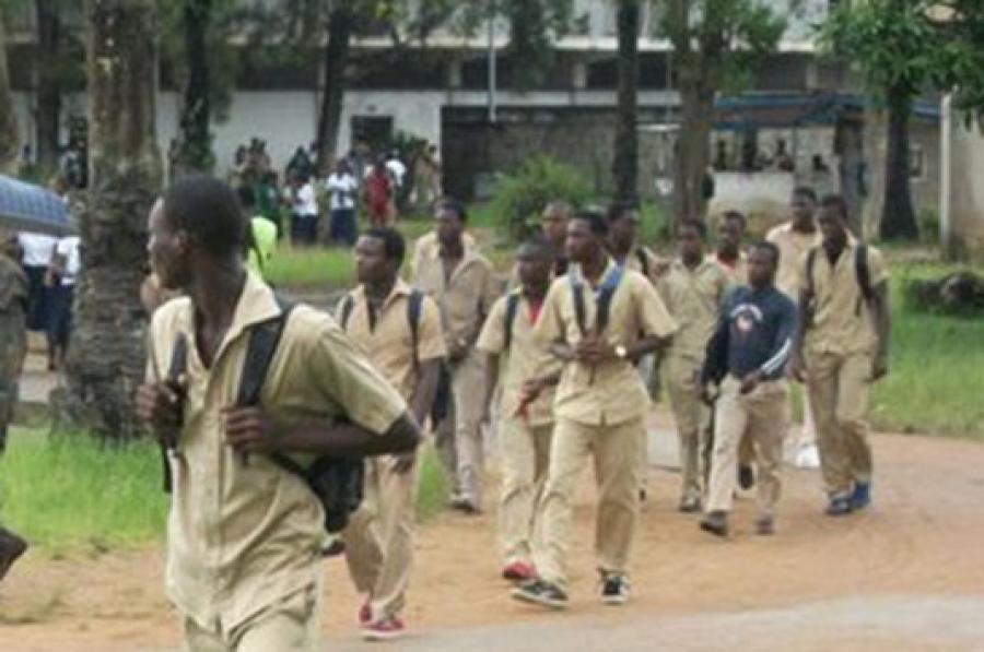 Des u00e9lu00e8ves de l'enseignement secondaire en Cu00f4te d'Ivoire
