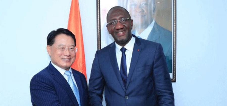 u00c9change de documents entre Souleymane Diarrassouba et Li Yong