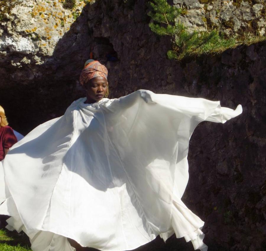 Ange Aoussou-Dettmann, un talent cru00e9atif qui a u00e9rigu00e9 le partage de son savoir et savoir-faire en sacerdoce avec u00ab Un pas vers lu2019avant u00bb.