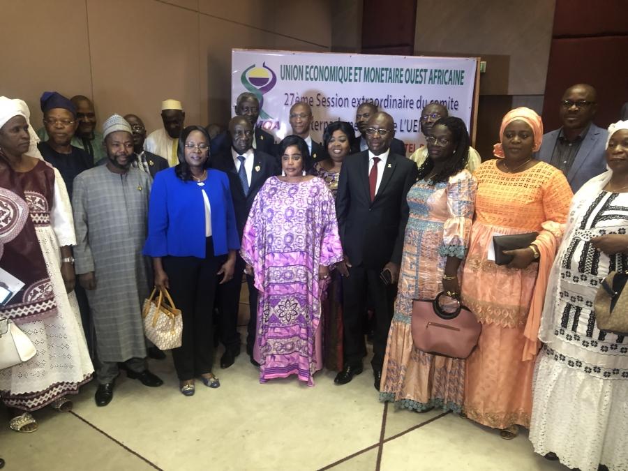 La pru00e9sidente du Cip-Uemoa, Aka Vu00e9ronique ; le vice-pru00e9sident Diawara Mamadou et des du00e9putu00e9s de lu2019espace Uemoa, apru00e8s lu2019ouverture de la 27e session.