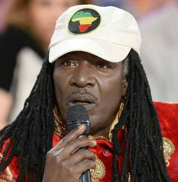 Alpha Blondy, une figure incontournable du reggae mondial (www.alphablondy.info)