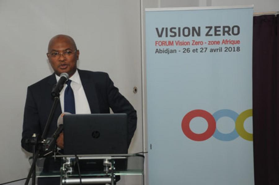 Le Directeur gu00e9nu00e9ral de la CNPS pru00e9sente la Campagne Zero Vision au public cible (des  Entreprises de Cu00f4te du2019Ivoire, des Partenaires de la Cnps, des Inspecteurs du travail, des Mu00e9decins)