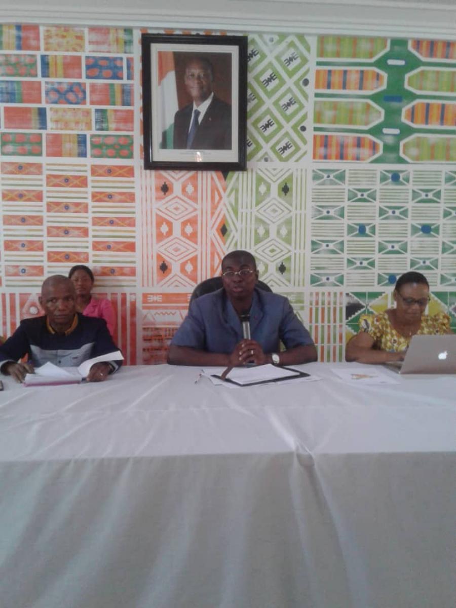 Le maire Fu00e9lix Anoblu00e9 (au centre) invite les Ivoiriens u00e0 venir du00e9couvrir le riche patrimoine culturel de San Pedro