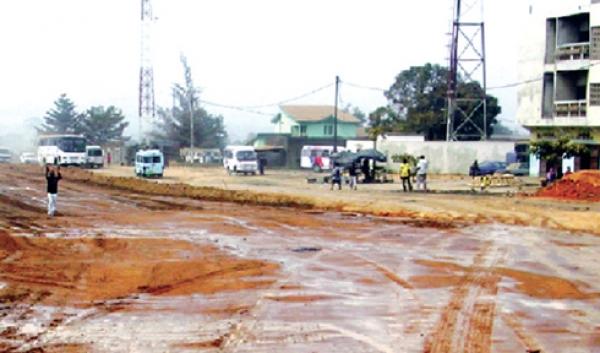 La plupart des grandes voies de la ville ont perdu leur bitume.