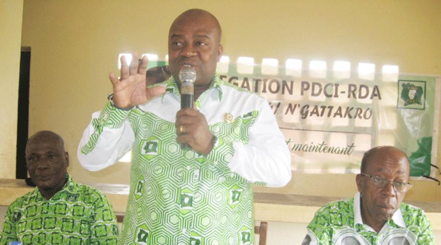 Le du00e9lu00e9guu00e9 Daoukro 4, Akoto Olivier (debout), a exhortu00e9 les militants u00e0 occuper le terrain.