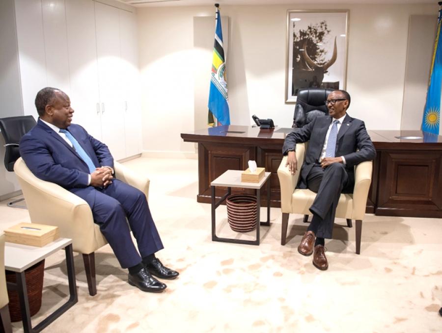 Le Directeur gu00e9nu00e9ral d'Africa50, Alain Ebobissu00e9 reu00e7u par le Pru00e9sident rwandais, Paul Kagamu00e9