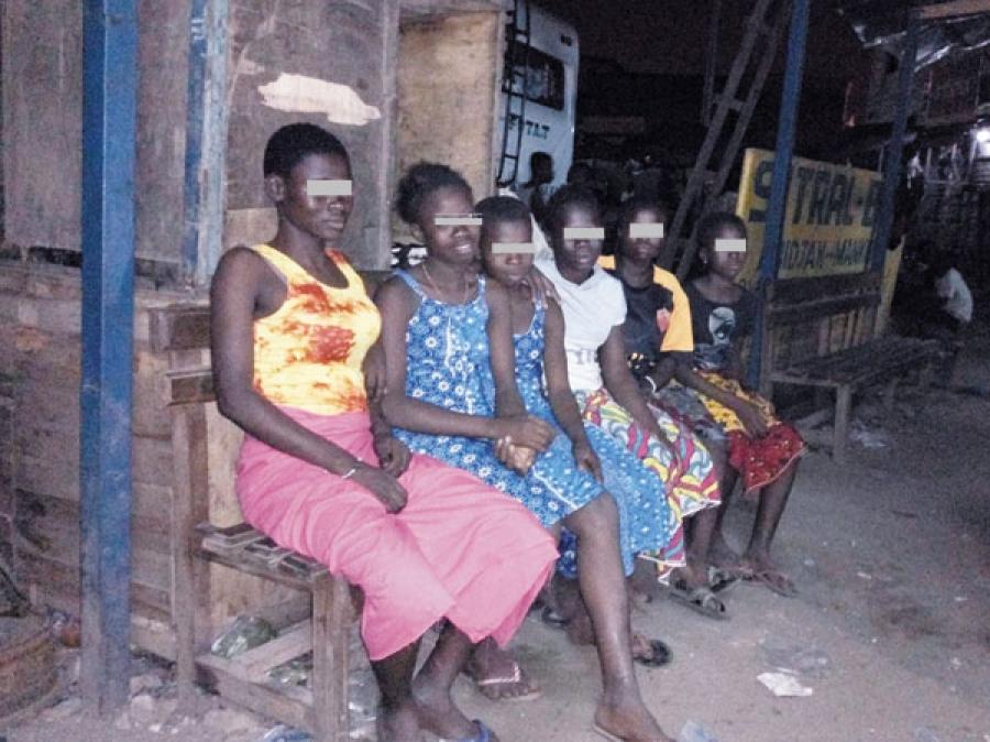 photos de sexe des adolescents africains fille droite étant séduit par lesbienne
