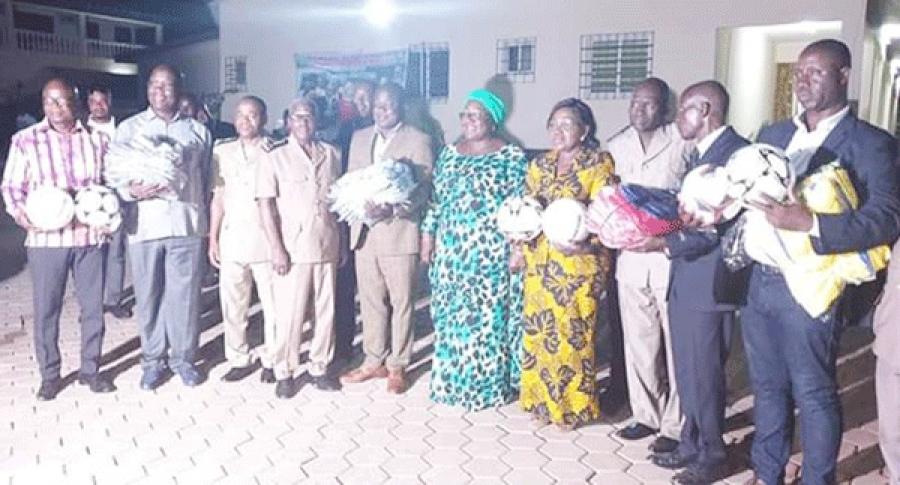 La ministre Anne Ouloto a donnu00e9 le coup d'envoi des tournois de football dotu00e9s des supers coupes Alassane Ouattara et Dominique Ouattara.