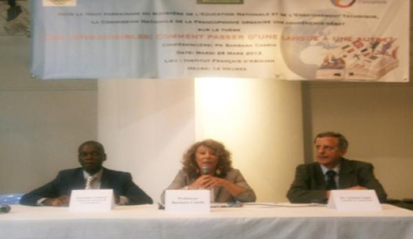 De gauche u00e0 droite: M. Zorro Bi Ballo, (SG de la commission nationale de la francophonie), Pr. Barbara Cassin (confu00e9renciu00e8re) et M. Chistian Oquet, conseiller de coopu00e9ration u00e0 l'institut Franu00e7ais d'Abidjan.