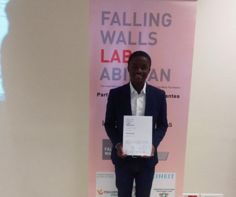 Samuel Su00e9vi remporte u201cFalling Walls Lab Abidjan 2017u201d.