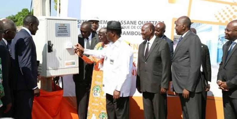 Le Chef de l'Etat, Alassane Ouattara, procédant à la mise sous tension (Cicg)
