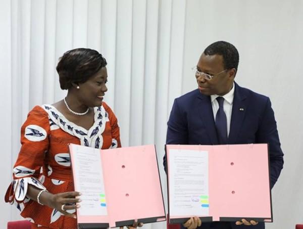 La ministre Mariatou Koné et Aboulaye Sory après la signature du mémorandum