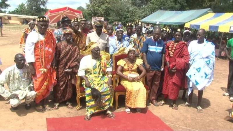 Le nouveau chef du village de Dangou, Nanan Akanza Kla II et son épouse. (A K )