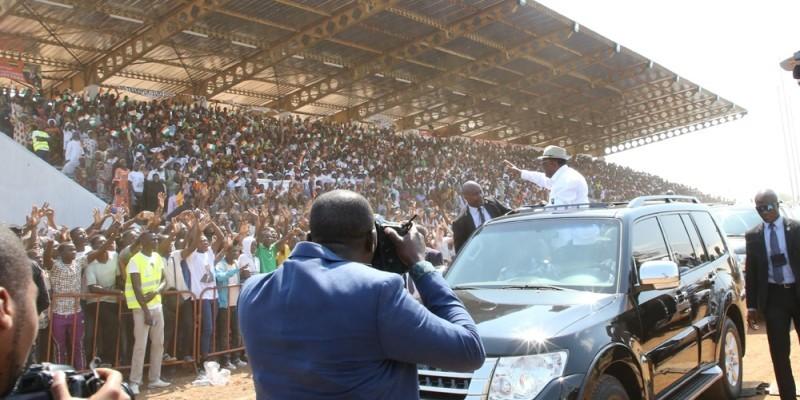 Moment d'intense communion entre le Président et son peuple. ( P D )