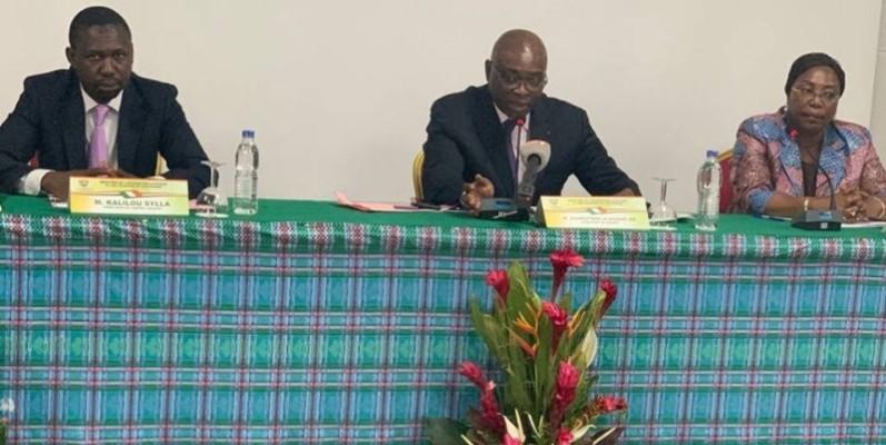 Diamouténé Alassane Zié, directeur de cabinet du ministère de l'Intégration africaine et des Ivoiriens de l'extérieur (au centre). (DR)