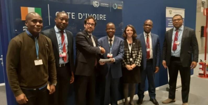 Le ministre de l'Environnement et du Développement durable (centre) multiplie les rencontres avec les partenaires de la Côte d'Ivoire afin de renforcer l'action gouvernementale en faveur du climat. (DR)