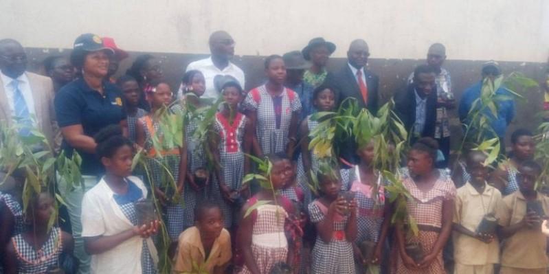"""Le Rotary club Abidjan-Cocody Sud initie un projet dénommé """"Mon école verte"""" à Akouédo-village. (DR)"""