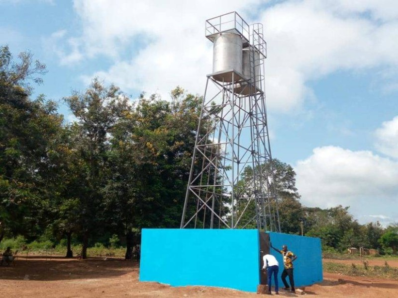 Un château d'eau a été offert aux populations du village d'Adikakro. (DR)