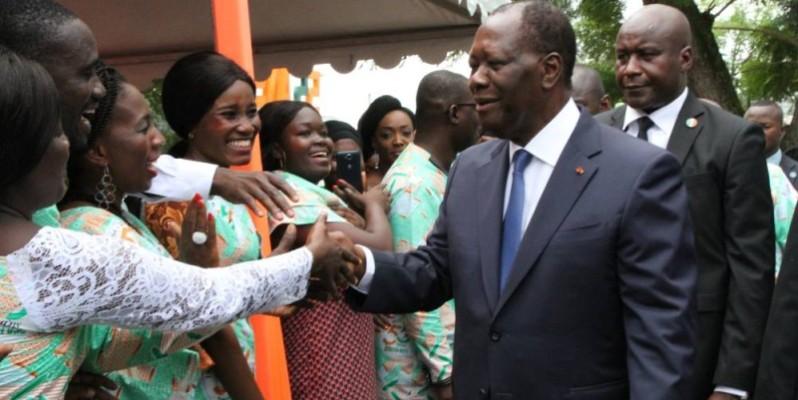 Le Président de la République Alassane Ouattara accueilli dans une ambiance chaleureuse par les travailleurs de Fraternité matin. (Joséphine Kouadio)