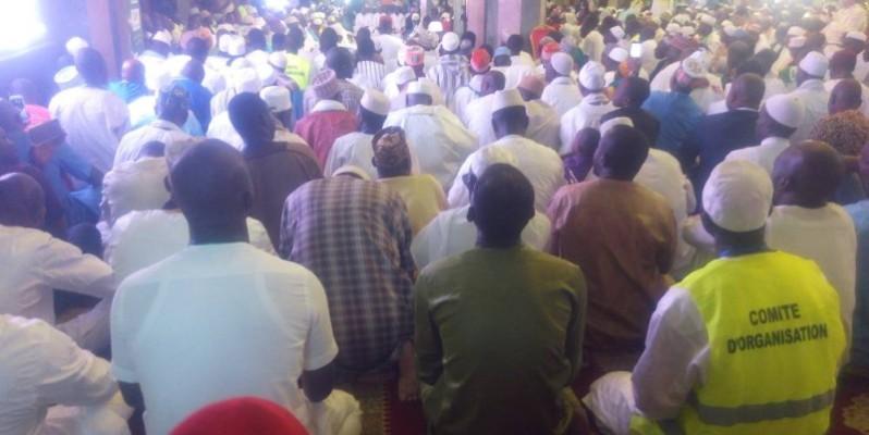La communauté de la Tidjaniya prie pour la consolidation de la paix. (DR)
