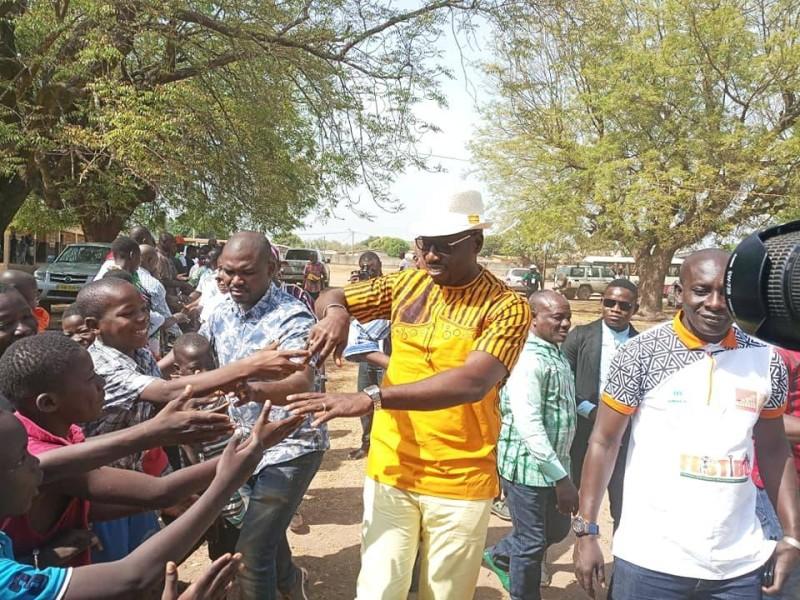 Le président Philippe Hien lors de la visite du chantier de la maternelle au groupe scolaire Bouna II (Ph: Salif D. CHEICKNA)