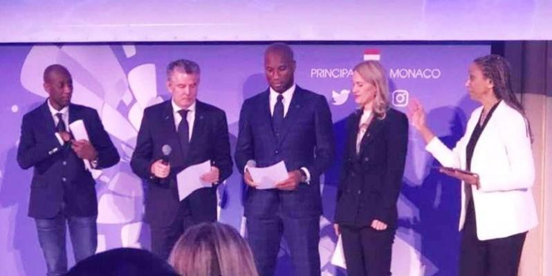 Le vice-président de Peace and Sport, Didier Drogba, aux côtés du Prince Albert II de Monaco dans le cadre de la 12e édition du Forum international de ladite institution. (DR)