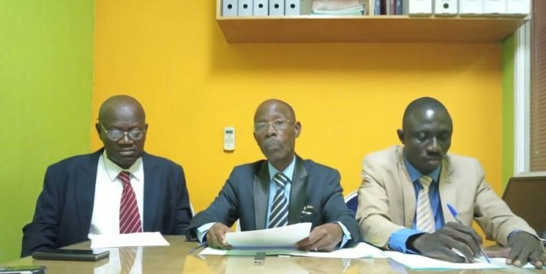 La déclaration du  CAPEECI, lue par son porte-parole, Kadjo Aka Claude (au centre).(DR)