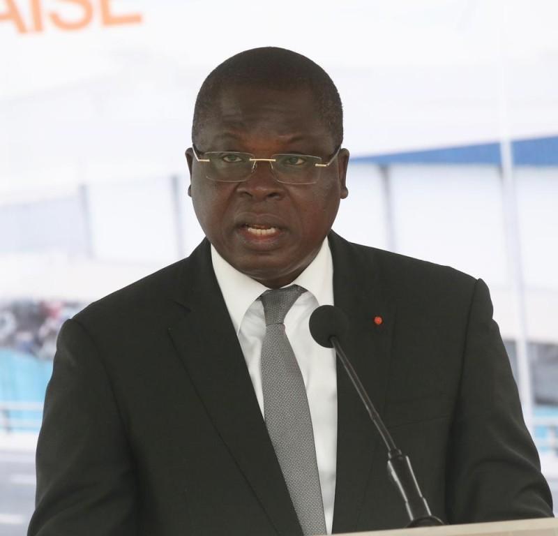 Le ministre Amedé Kouakou Koffi annonce le début des travaux de l'échangeur du carrefour de l'aéroport, pour le 1er semestre de 2020. (Ph: Poro Dagnogo)