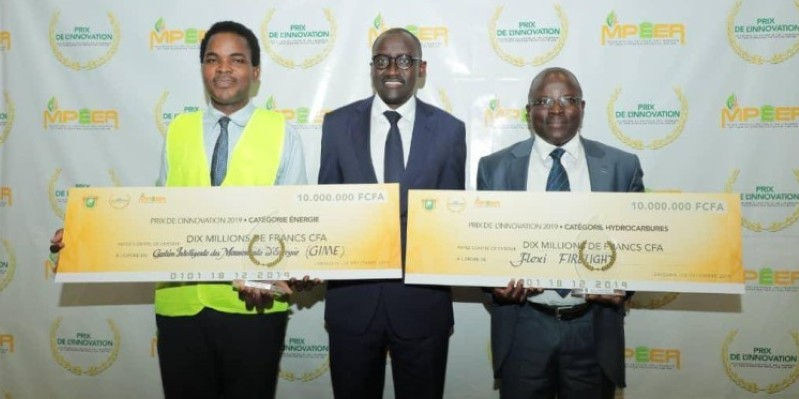 Le ministre du Pétrole, de l'Énergie et des Énergies Renouvelables (au centre) a promis son soutien aux lauréats. (DR)