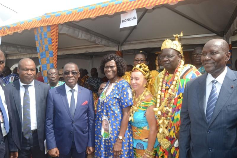 Le couple royal a posé avec ses invités d'honneur.