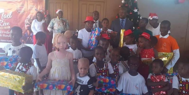 Les tout-petits de l'Inipa de Yopougon ont reçu des cadeaux du père Noël. (DR)