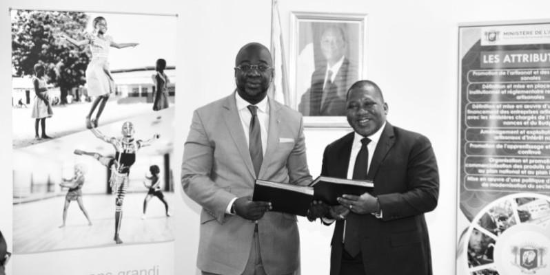 Échanges de parapheurs entre le ministre Sidiki Konaté et le Dg Issa Fadiga. (DR)