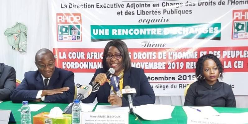 Aimée Zebeyoux, Secrétaire d'État chargée des droits de l'homme (au centre). (DR)