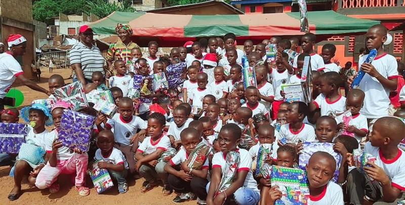 """Les enfants du village de Tiagba ont été comblés par l'Ong """"Amour sans limite"""". (DR)"""