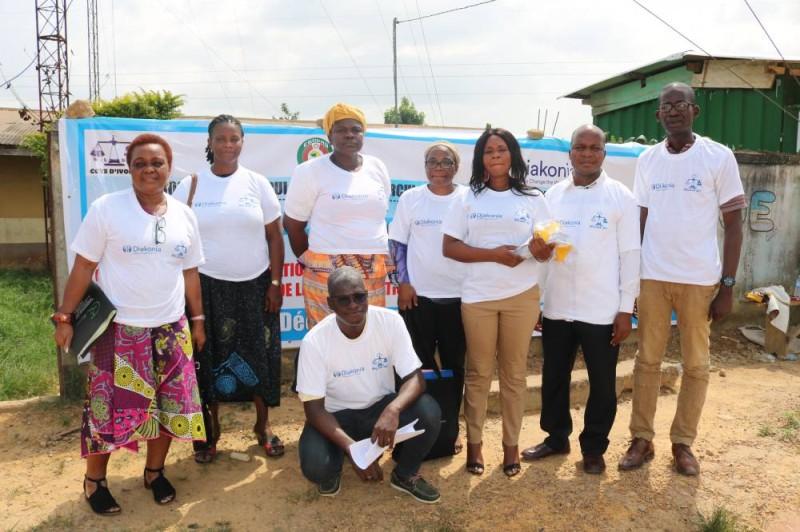 L'équipe de sensibilisation s'est prêtée à une photo de famille pour la prospérité.(DR)