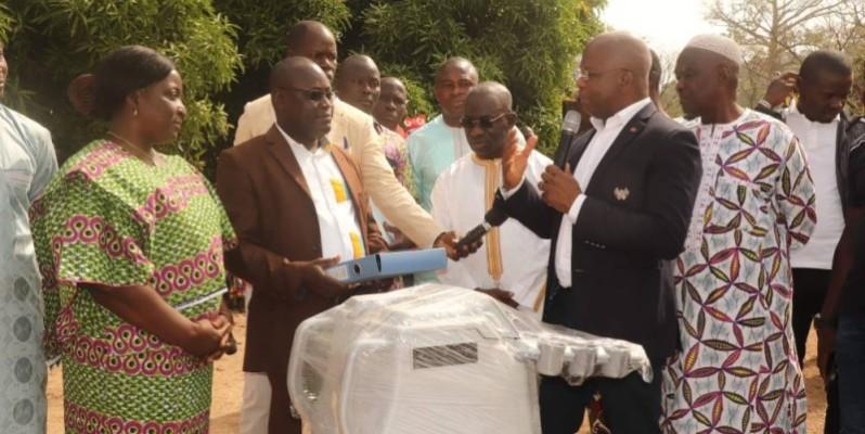 Le ministre Moussa Dosso, au cours de la cérémonie de don à l'hôpital de Mankono. (DR)