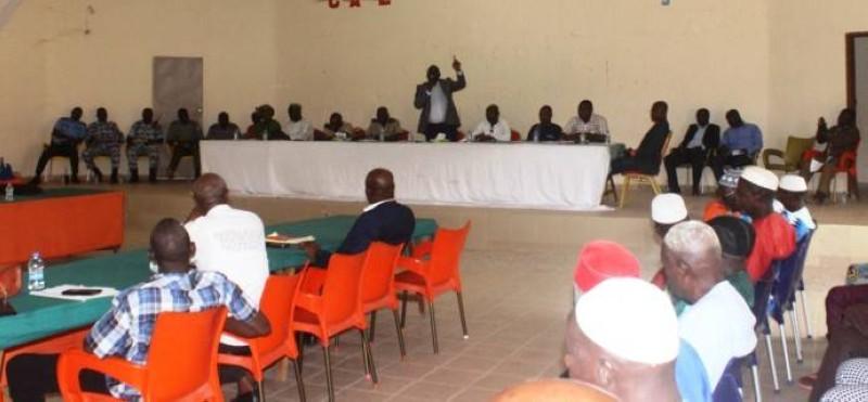 Le conseil municipal de Mankono, lors de sa session. (DR)