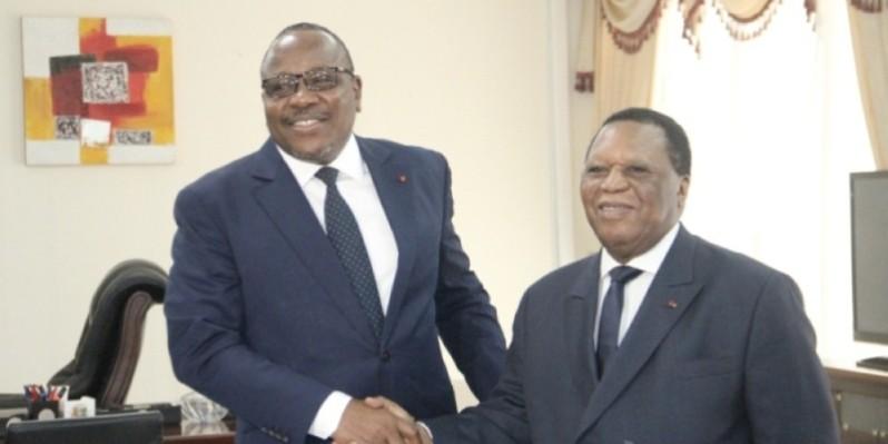 Passation de charges entre le nouveau président de la Cei, Coulibaly Kuibiert, et l'ancien, Youssouf Bakayoko. (DR)