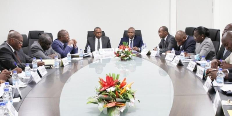 Séance de travail avec le ministre de la Décentralisation et de l'Administration du territoire pour accélérer l'opération d'enrôlement. (Joséphine Kouadio)