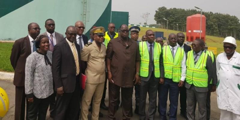 La délégation ministérielle a été conduite dans une visite guidée des différents compartiments de l'usine. (DR)