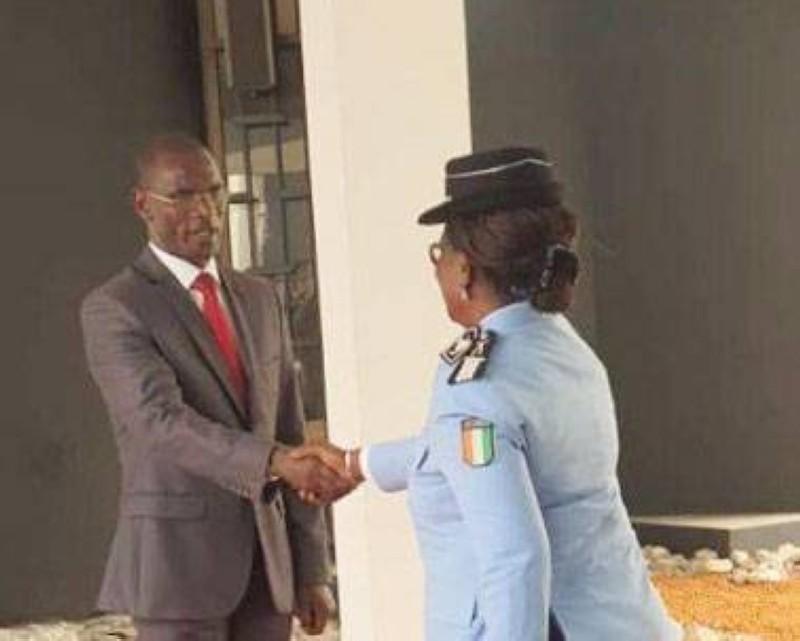 Le ministre de la Sécurité et de la Protection civile, Diomandé Vagondo, heureux de recevoir les vœux de ses collaborateurs. (DR)