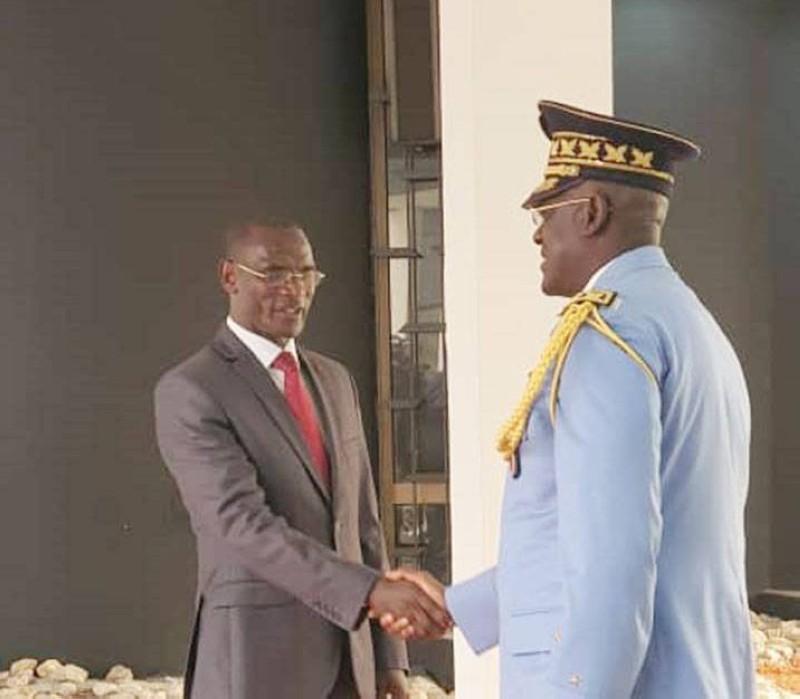 Le ministre Diomandé Vagondo recevant les vœux du Dg de police, Kouyaté Youssouf. (DGPN)